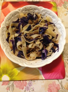 Tagliatte Tauchee Bak w red cabbage