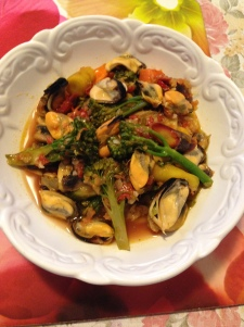 Mussels in white wine with veg