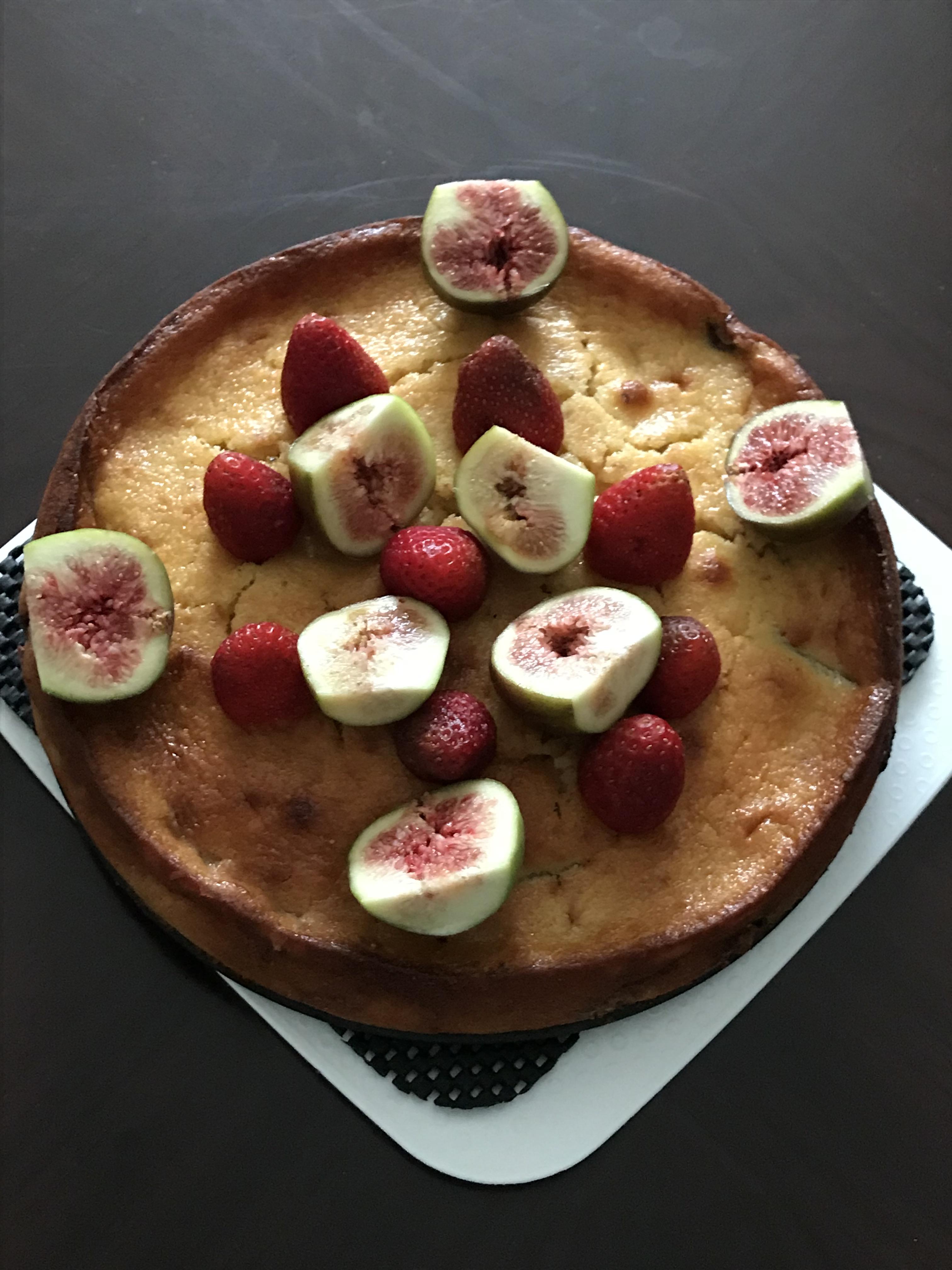 Figs strawberries ricotta cake